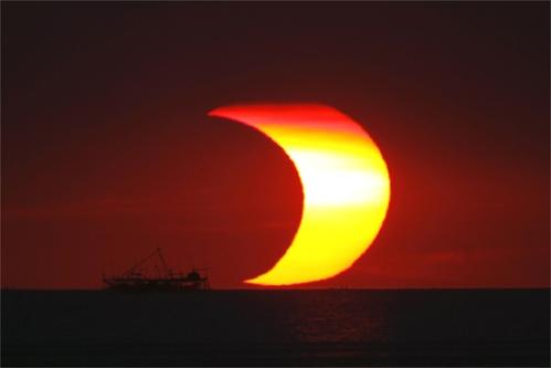 eclipsedesolmanilaenero2009fotoreuters1